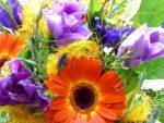 Оригинальные, яркие, красивые и всегда желанные – букеты из живых цветов и игрушек!