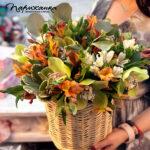 Правила ухода за цветами в корзине