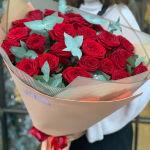 Живые цветы: для кого и какие купить в подарок?